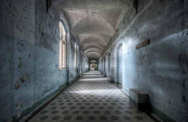 Daanoe_Blue Corridor