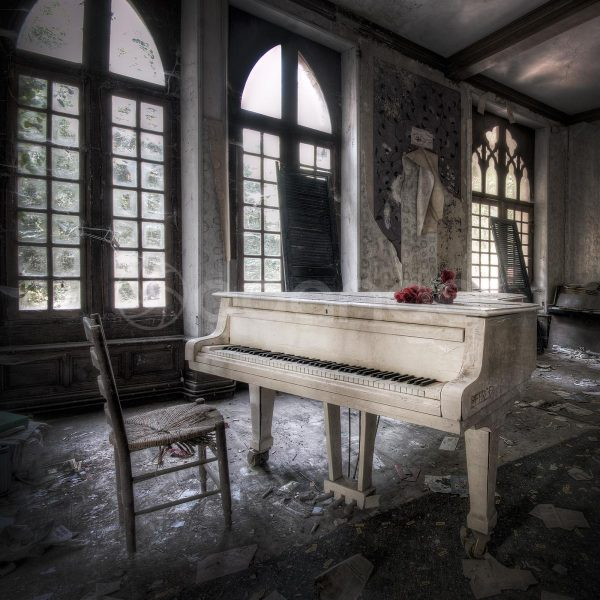 Daanoe_The Piano_Castle, France_19.75x19.75